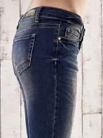 Ciemnoniebieskie spodnie skinny jeans z ćwiekami                                  zdj.                                  5