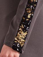 Ciemnoszara dopasowana sukienka z dekoltem V i cekinami                                  zdj.                                  6