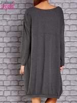 Ciemnoszara dresowa sukienka oversize z kieszeniami                                  zdj.                                  4