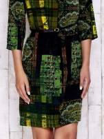 Ciemnozielona sukienka w kolorowe etniczne wzory