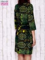 Ciemnozielona sukienka w kolorowe etniczne wzory                                  zdj.                                  4