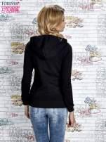 Czarna bluza z kapturem z kolorowymi przeszyciami                                  zdj.                                  4