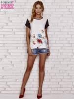 Czarna bluzka koszulowa z nadrukiem kwiatów                                  zdj.                                  2