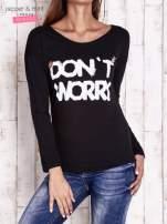 Czarna bluzka z napisem DON'T WORRY I przypinkami                                  zdj.                                  1