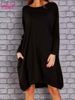 Czarna dresowa sukienka oversize z kieszeniami                                  zdj.                                  1
