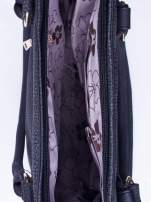 Czarna fakturowana torebka z klamerkami                                  zdj.                                  4