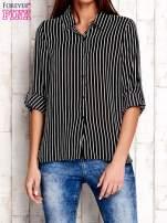 Czarna koszula w paski z podwijanymi rękawami