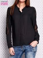 Czarna koszula z koronkowymi wstawkami na ramionach                                   zdj.                                  1