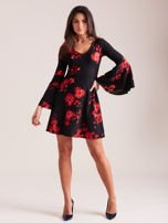 Czarna kwiatowa sukienka z rozszerzanymi rękawami                                  zdj.                                  5