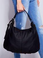 Czarna miękka torba na ramię z ozdobną przywieszką                                  zdj.                                  3