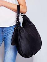 Czarna miękka torba na ramię z ozdobną przywieszką                                  zdj.                                  6