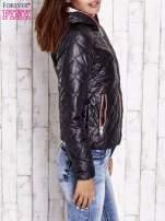 Czarna pikowana kurtka z futrzanym ociepleniem                                   zdj.                                  3