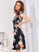 Czarna sukienka w bogate kwiatowe wzory                                  zdj.                                  5