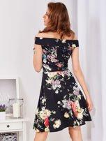 Czarna sukienka w bogate kwiatowe wzory                                  zdj.                                  2