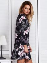 Czarna sukienka w kolorowe kwiaty                                  zdj.                                  3