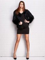 Czarna sukienka z bogatym zdobieniem przy dekolcie                                  zdj.                                  5