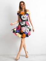 Czarna sukienka z kolorowym kwiatowym deseniem                                  zdj.                                  4