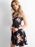 Czarna sukienka z kolorowym printem                                  zdj.                                  2