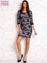 Czarna sukienka z nadrukiem pepitki                                  zdj.                                  2