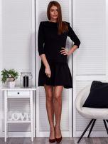 Czarna sukienka z szerokim kołnierzem i koronkową wstawką                                  zdj.                                  4