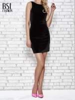 Czarna welurowa sukienka z głębokim dekoltem na plecach                                  zdj.                                  2