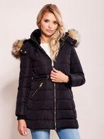 Czarna zimowa kurtka z kapturem                                  zdj.                                  1