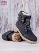 Czarne buty trekkingowe traperki ocieplane Lucid z wywiniętą wełnianą cholewką i ozdobnym zapięciem                                  zdj.                                  2
