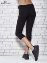 Czarne legginsy sportowe z dżetami i marszczoną nogawką za kolano                                  zdj.                                  3