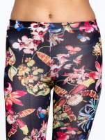 Czarne legginsy w kwiaty                                  zdj.                                  5