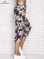 Czarne spodnie capri z kwiatowym motywem                                  zdj.                                  3