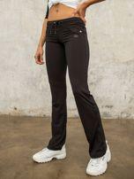 Czarne spodnie dresowe z aplikacją