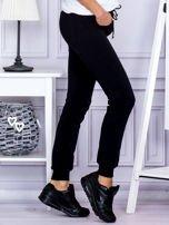 Czarne spodnie dresowe z kieszonką z przodu                                  zdj.                                  5