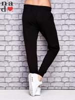 Czarne spodnie dresowe z troczkami                                  zdj.                                  2