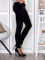 Czarne spodnie rurki used look                                   zdj.                                  3