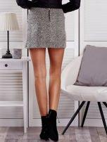 Czarno-beżowa dzianinowa spódnica w jodełkę                                  zdj.                                  2