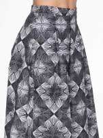 Czarno-biała rozkloszowa spódnica midi w ornamentowy wzór II                                                                          zdj.                                                                         6