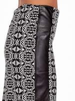 Czarno-biała wzorzysta spódnica ołówkowa ze skórzanymi modułami                                  zdj.                                  6