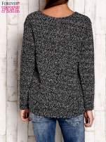 Czarno-biały sweter bouclé                                  zdj.                                  4