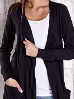 Czarny długi niezapinany sweter z kieszeniami                                  zdj.                                  5