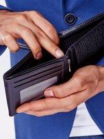 Czarny portfel z poziomą tłoczoną wstawką                                  zdj.                                  2