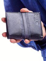Czarny skórzany portfel męski z wytłoczeniem                                  zdj.                                  2