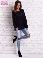 Czarny sweter oversize z rozcięciami po bokach                                  zdj.                                  2