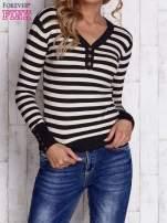Czarny sweter w paski z guzikami przy dekolcie i na rękawach                                  zdj.                                  1