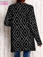 Czarny sweter z geometrycznymi motywami
