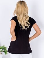 Czarny t-shirt z kwiatowym motywem                                  zdj.                                  2