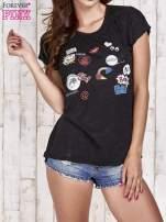 Czarny t-shirt z nadrukami
