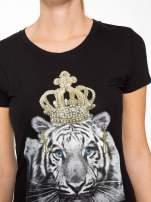Czarny t-shirt z nadrukiem tygrysa z koroną