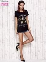 Czarny t-shirt z napisem DREAM BIG