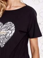 Czarny t-shirt z napisem JE T'AIME i dekoltem na plecach                                                                          zdj.                                                                         5