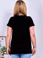 Czarny t-shirt z napisem z dżetów PLUS SIZE                                  zdj.                                  2